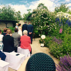 Hochzeitssängerin Bine Trinker aus München singt auf Hochzeiten in Kirche, Standesamt, freie Trauung