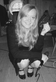 Über mich: Hochzeitssängerin Bine Trinker singt in der Kirche bei einer Trauung in München.